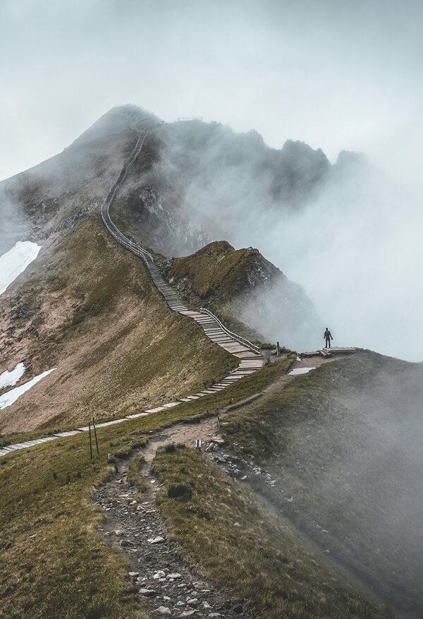 Chaîne des Puys dans le brouillard