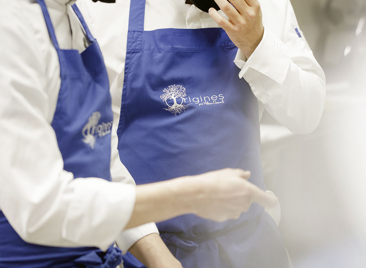 2 ouvriers du restaurant Origines, 63500 Le Broc - Issoire